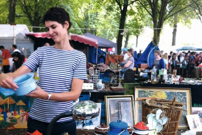 10296906-l-interview-brocante-d-eglantine-emeye