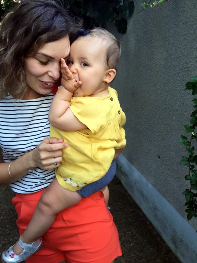un an bébé fille